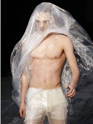 Cos-french-fa-paris-fashion-week-lgn